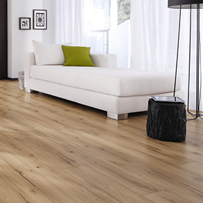 The Traditional Edition compliments even the most decorative atmospheres with its 1-Strip, 2-Strip and 3-Strip designs. The straight edged licensed locking system provides a seamless effect across the whole floor.